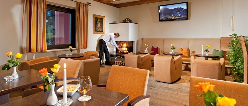 Hotel Schweizerhof, Kitzbühel, Austria - Lounge & dining room.jpg